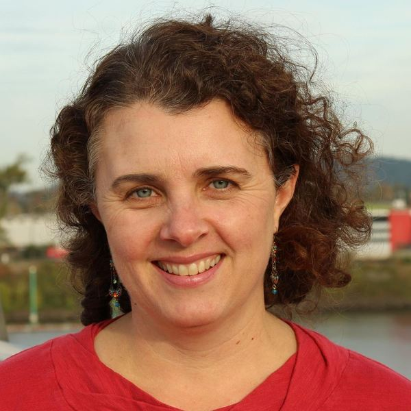 Lindsey grayzel head