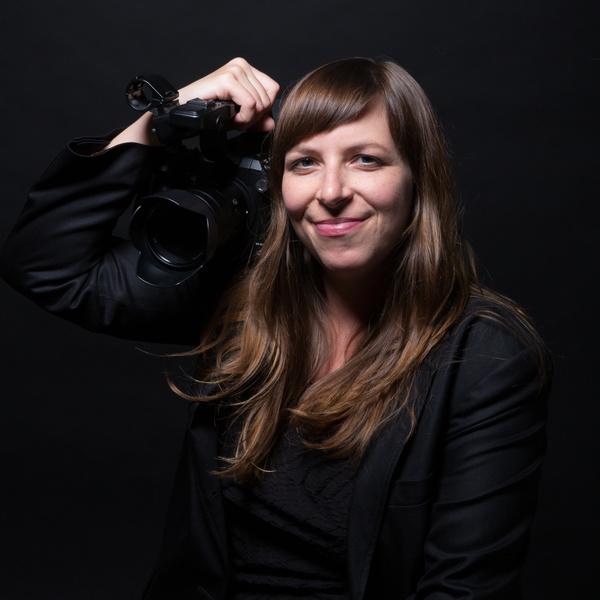 Jengilomen headshot withcamera aug2018 square medrez